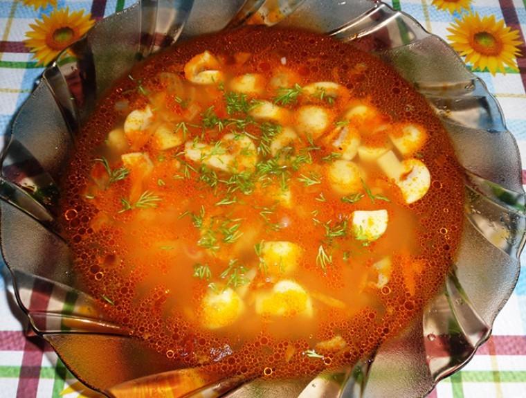 Постный томатный суп с фасолью и грибами