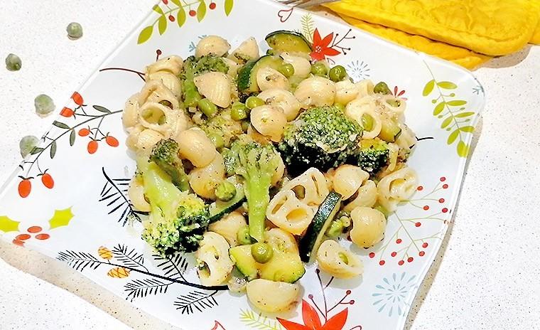 Паста с анчоусами и овощами